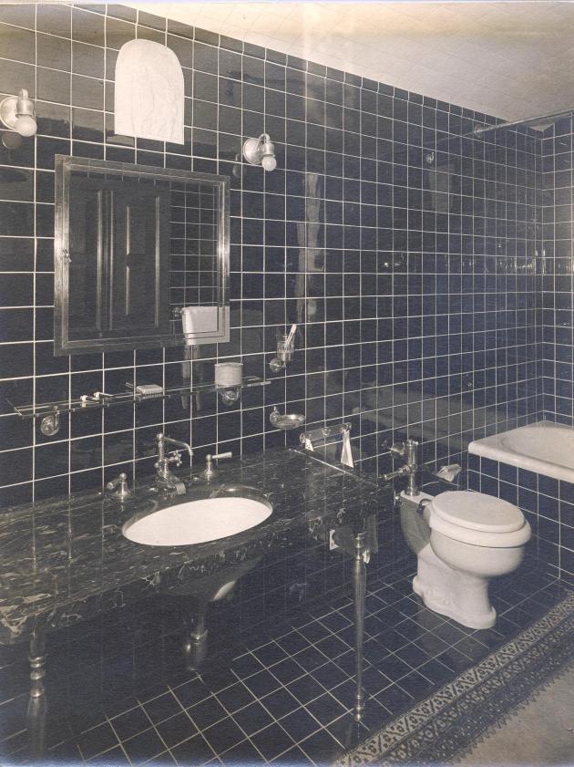 Carl bathroom