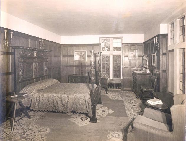 Carl bedroom